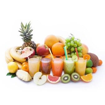 과일 및 음료 여름 스무디 매크로 상위 뷰 흰색 절연