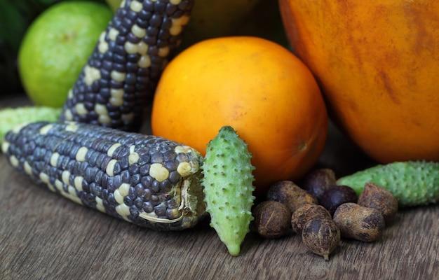 Фрукты и овощи выращивания джхум в горных районах бангладеш