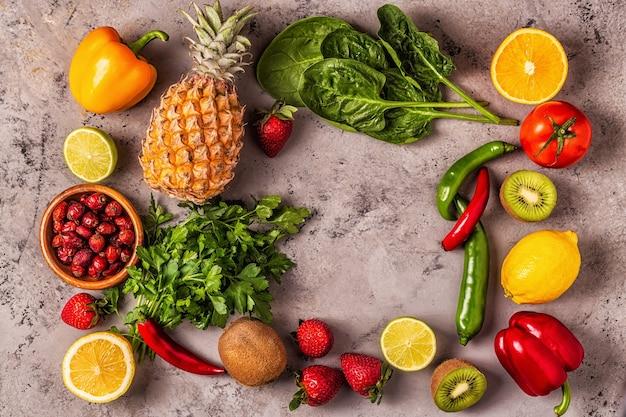 비타민 c가 풍부한 과일과 채소. 건강한 식생활. 평면도
