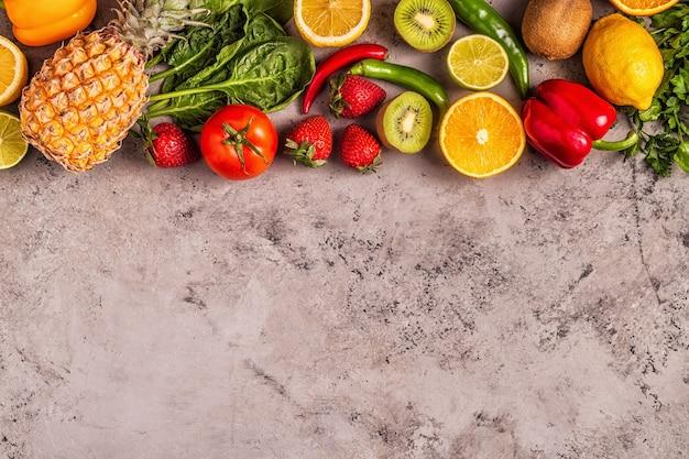 비타민 c가 풍부한 과일과 채소. 건강한 식생활.