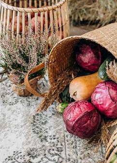 과일과 야채 계절 바구니 다채로운 장식 시장 무역
