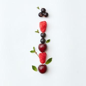 果物カラフルな文字のパターン私は自然な熟した果実からの英語のアルファベット-ブラックカラント
