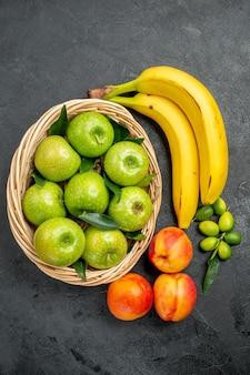 Фрукты зеленые яблоки в корзине цитрусовые нектарины и банан