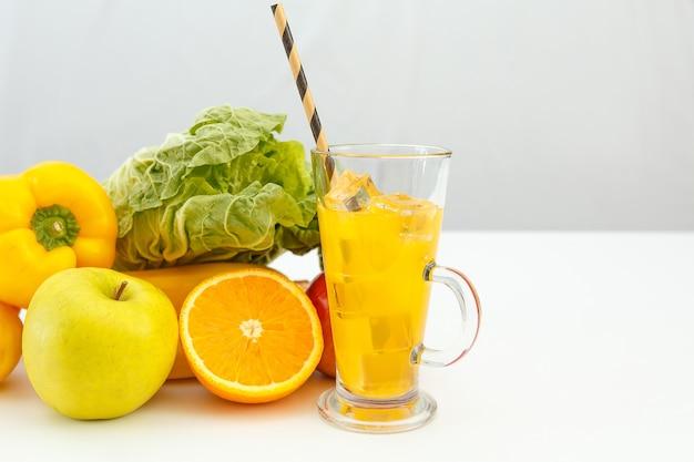 과일, 야채 및 주스