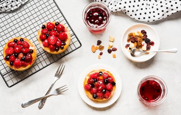 Disposizione di torte fruttate