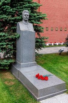 Могила фрунзе у стен московского кремля на красной площади. москва, россия