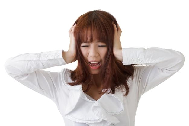 아시아의 비즈니스 우먼 화이트에 대 한 머리에 손을 넣어 좌절.