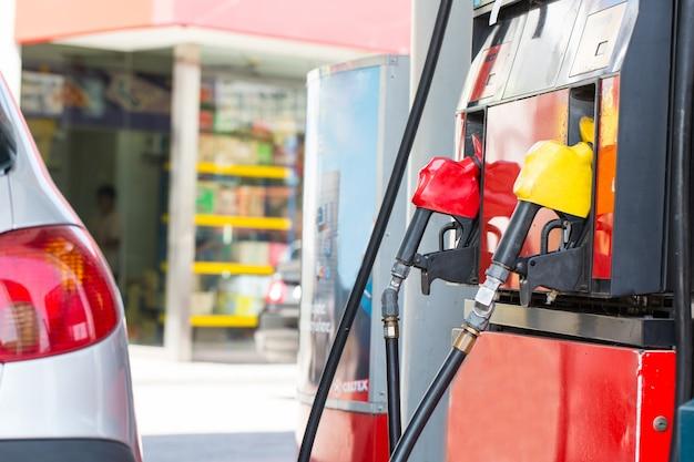 Служба азс заправьте ваш автомобиль энергией на азс