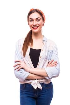 Ritratto completo del corpo di bella giovane donna sorridente felice, sopra bianco