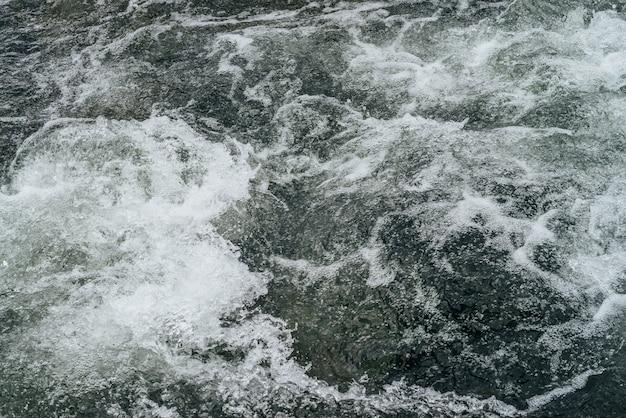 Полный кадр природа водной ряби горной реки