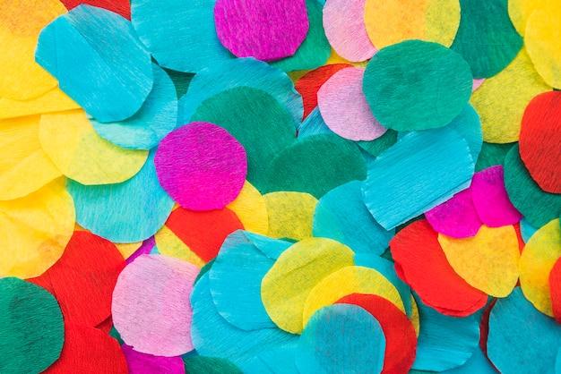 원형 다채로운 crape 종이 배경의 전체 프레임