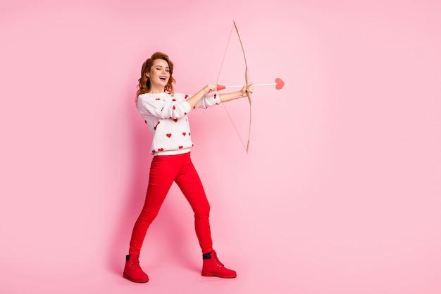 全身サイズビュー元気で嬉しい夢のような女の子笑い射撃矢ギフトプレゼントサプライズ