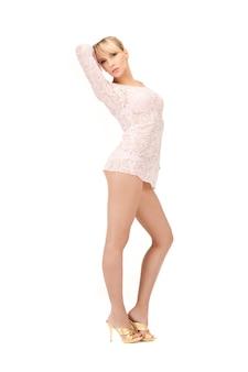 Сексуальная женщина в прозрачном платье в полный рост