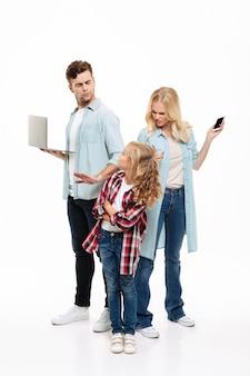 Полнометражный портрет семьи и аргумент