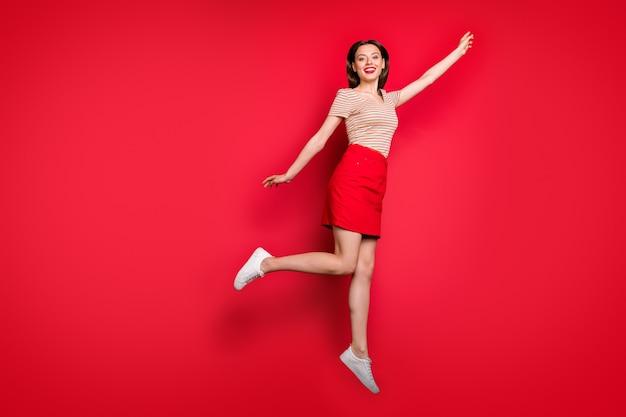 예쁜 여자 점프 높이의 전체 길이 프로필 사진