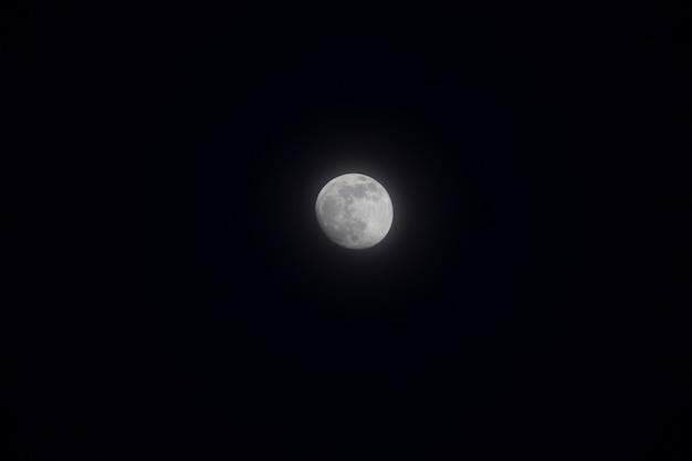 안개 속의 보름달. 2021년 01월 26일