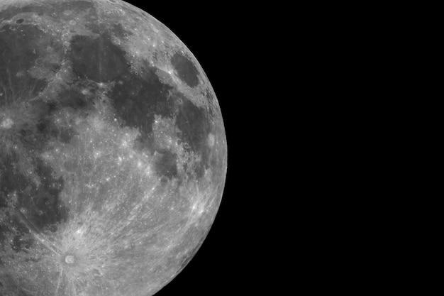 Полная луна в телескоп
