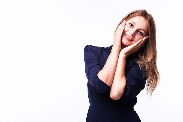 Ritratto completo di una bella donna adulta di sensualità in abito nero in posa su sfondo bianco