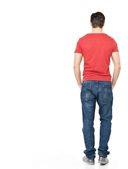 Ritratto completo dell'uomo in piedi indietro in casuals - isolato su sfondo bianco