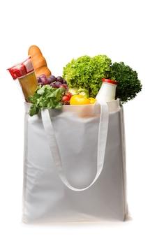 Полная сумка для покупок, изолированные на фоне