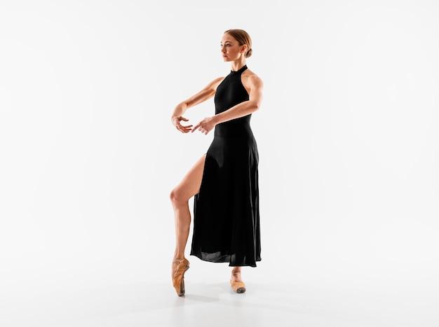 Posizione della ballerina del colpo pieno