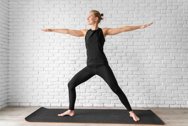 Concetto di equilibrio del corpo pieno colpo