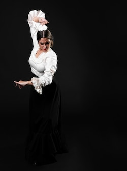 Full shot flamenca performing traditional floreo