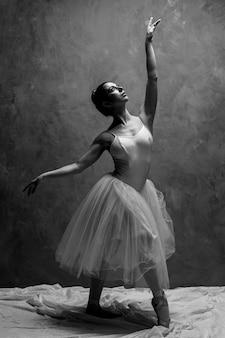 Full shot greyscale ballet posture