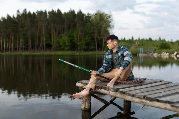 Полный выстрел человек рыбалка