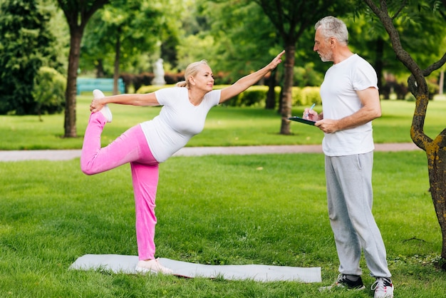 Full shot old couple exercising outdoors