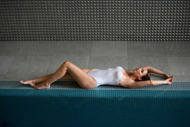 Full shot relaxed woman