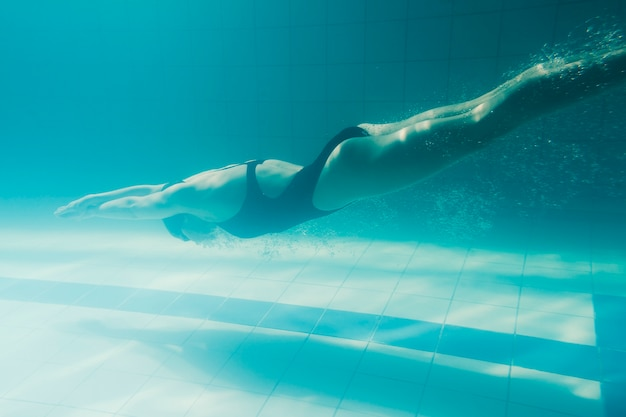 Full shot of swimmer diving