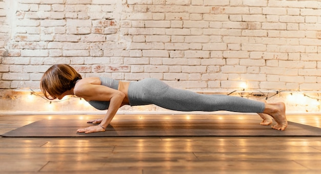 Full shot woman doing plank