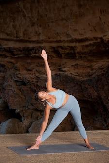 Full shot woman doing yoga