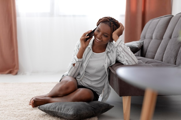 Full shot woman talking on phone