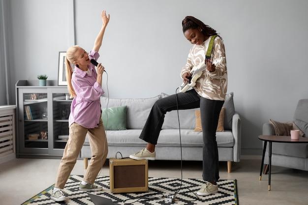 Le donne a tutto campo fanno musica