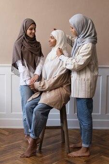 Donne a tutto campo che indossano l'hijab