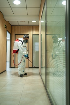 Дезинфекция, очистка и дезинфекция фумигатора профессиональный контроль пандемии коронавируса