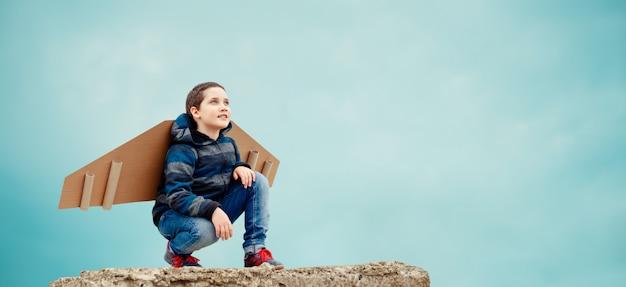 楽しい少年は飛行士になることを夢見ています。事業開発の考え方
