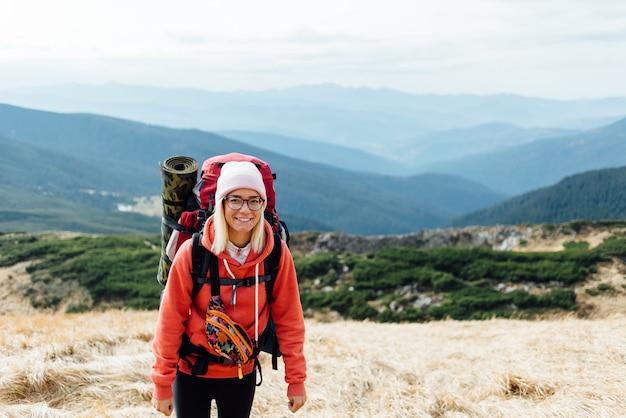 山で友達と楽しいツアー。