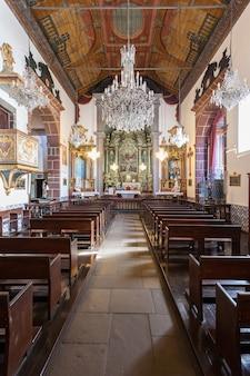 푼샬, 마데이라 - 7월 4일: 포르투갈 마데이라에서 2014년 7월 4일에 산의 성모 성당 내부.