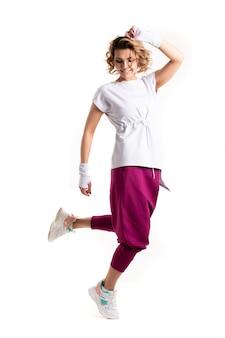 Funk танцевальная тренировка. портрет молодой спортивной женщины в движении