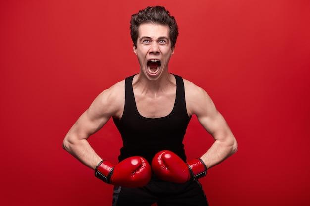 권투 장갑에 재미있는 화난 전투기
