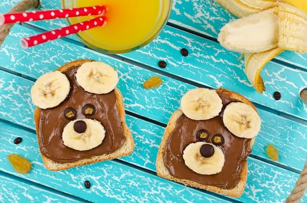 子供のスナック食品のための面白いクマの顔のサンドイッチ