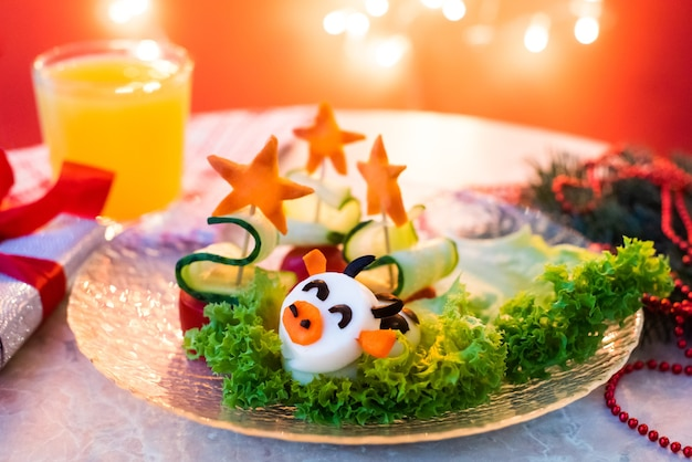 Забавный рождественский завтрак, огуречные деревья, яичный бык.
