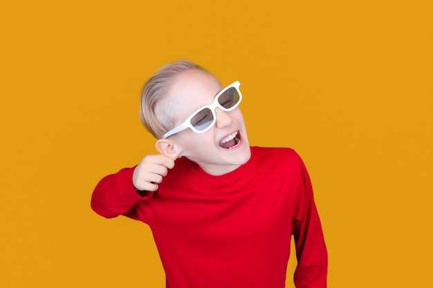 Funny kid in glasses 3d movie pulls himself by the ear