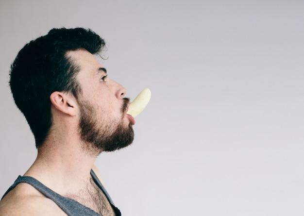 재미 있은 웃는 바나나 소년 절연