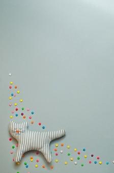 Забавная текстильная игрушка кошка с закрытыми глазами