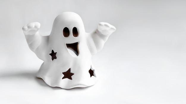 부 제스처를 하 고 재미있는 하얀 유령