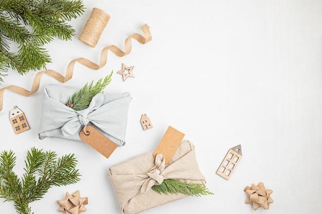 Подарки furoshiki как экологически чистая альтернатива зеленым рождественским подаркам, завернутым в одежду